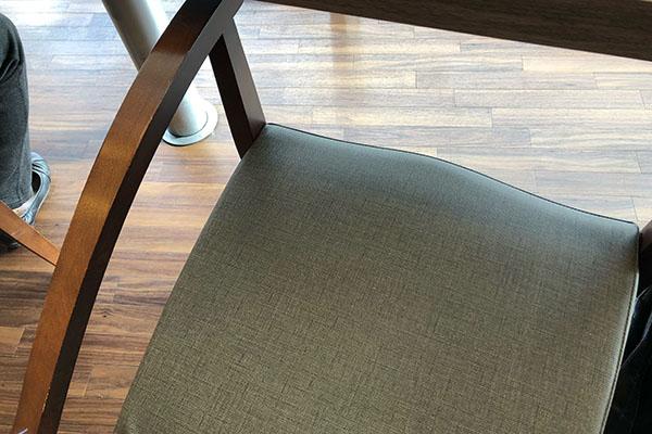 サンマルクカフェの椅子