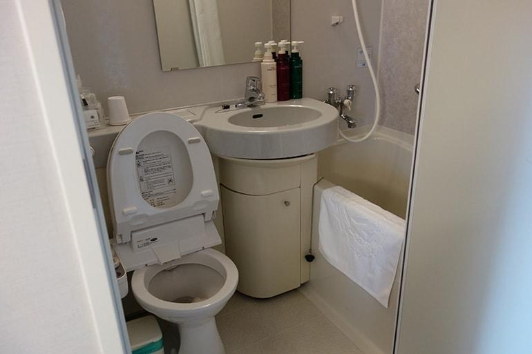 アパホテル肥後橋の客室(トイレ・バス)