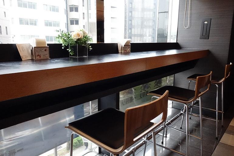 アパホテル肥後橋のレストラン「ラ・ベランダ」のカウンター席
