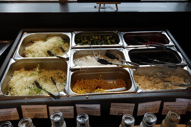 アパホテル肥後橋のレストラン「ラ・ベランダ」の料理(サラダ)