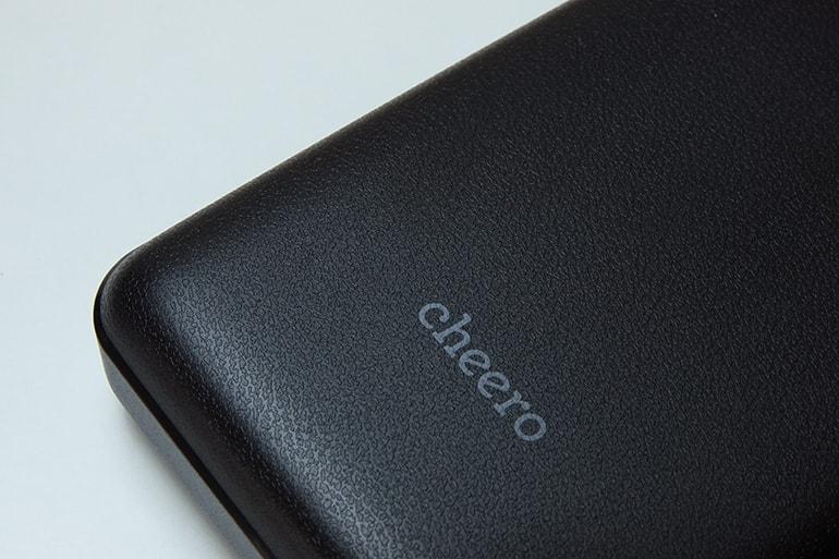 cheero Power Deluxe 20100の本体材質のざらざら感