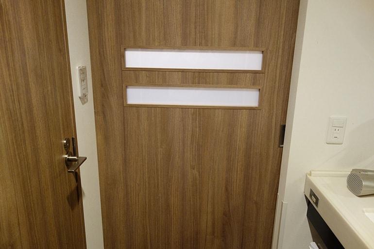 ドーミーインPREMIUM名古屋栄の客室ドアを開けたところ