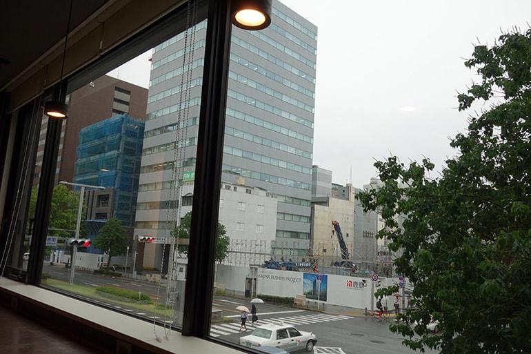 ドーミーインPREMIUM名古屋栄の朝食レストラン「Hatago」のカウンター席