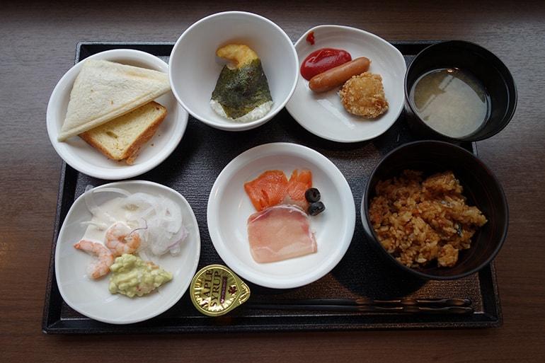 ドーミーインPREMIUM名古屋栄の朝食レストラン「Hatago」の和洋ビュッフェ