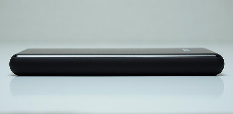MRCOOLモバイルバッテリー10000mAhの側面