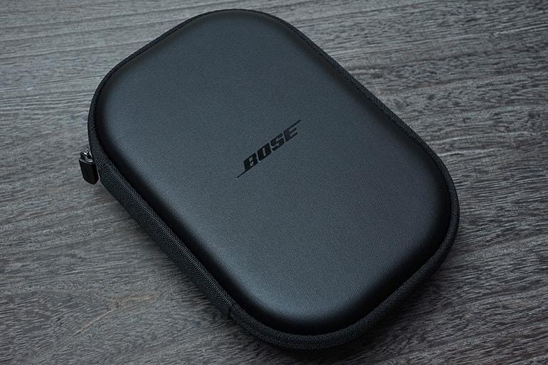 BOSE Quietcomfort35 IIの本体が入ったケース