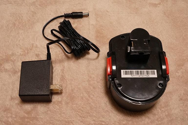 エアホークプロのバッテリーと充電器