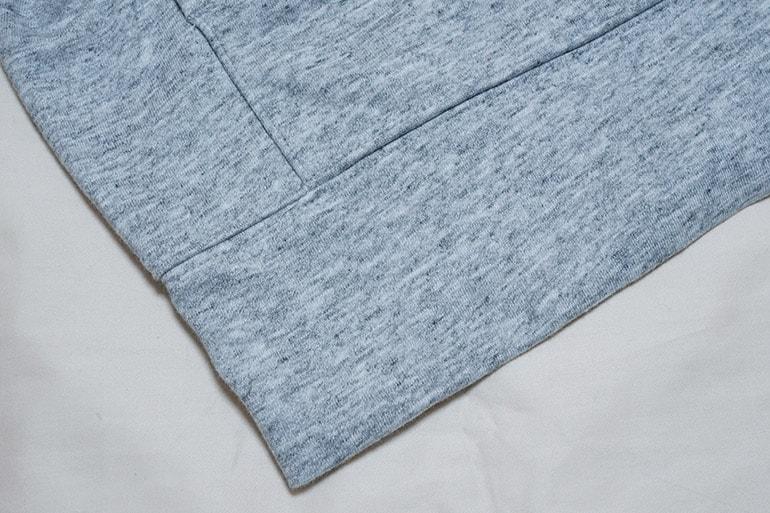 ユニクロのエアリズムフルジップパーカの裾