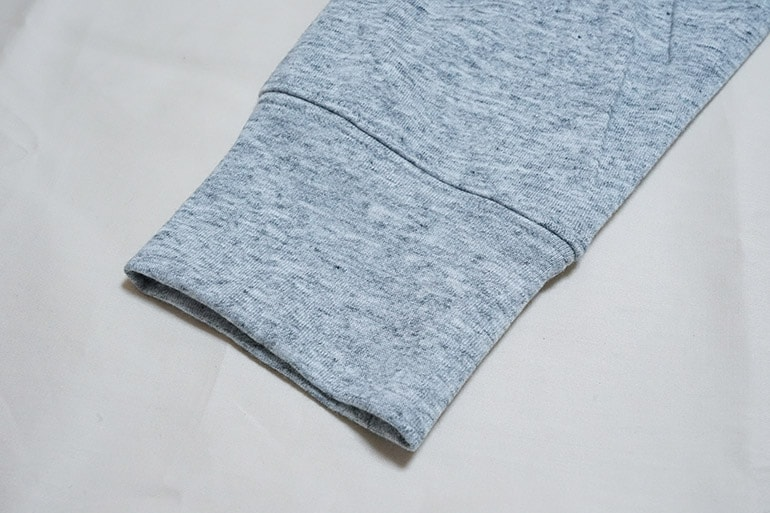 ユニクロのエアリズムフルジップパーカの袖