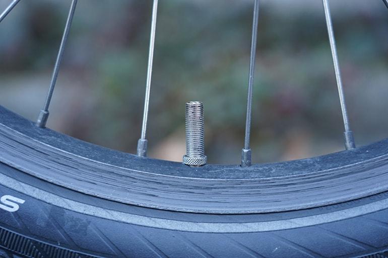 自転車のタイヤの米式バルブ