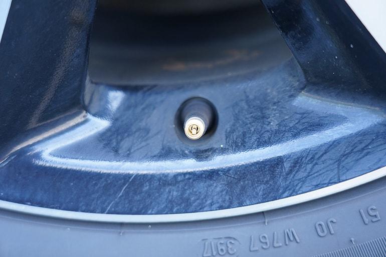 車のタイヤのバルブ(米式)拡大