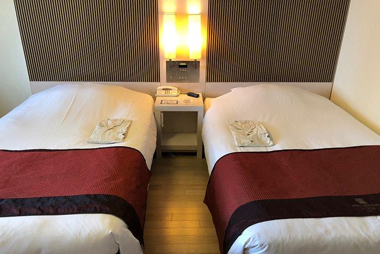 ホテルモントレラ・スール大阪の客室(ベッド)
