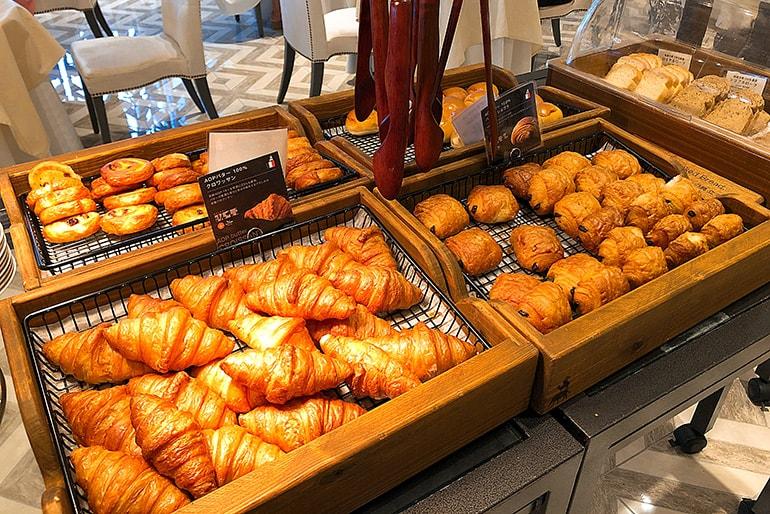 ホテルモントレラ・スール大阪の朝食(パン)