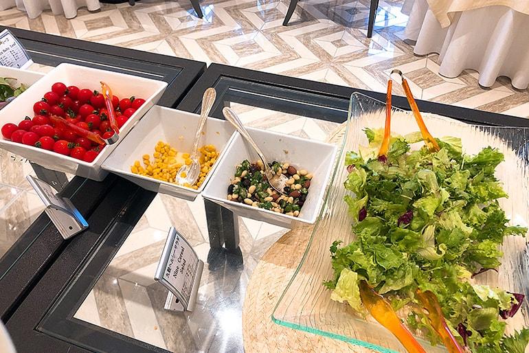 ホテルモントレラ・スール大阪の朝食(サラダ)