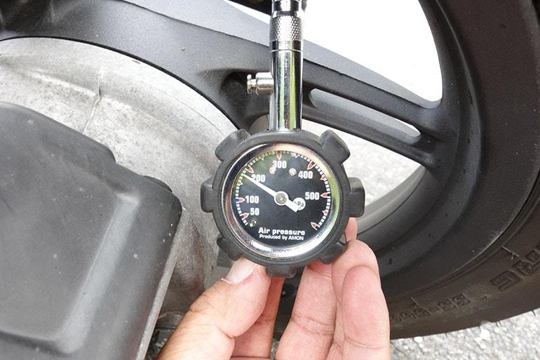 PCX150の後輪タイヤを185kPaに