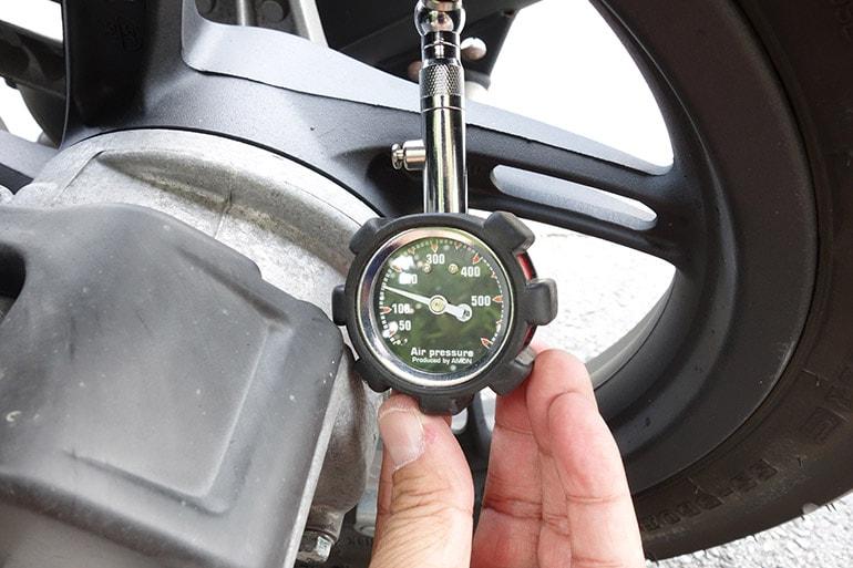 PCX150の後輪タイヤを150kPaに