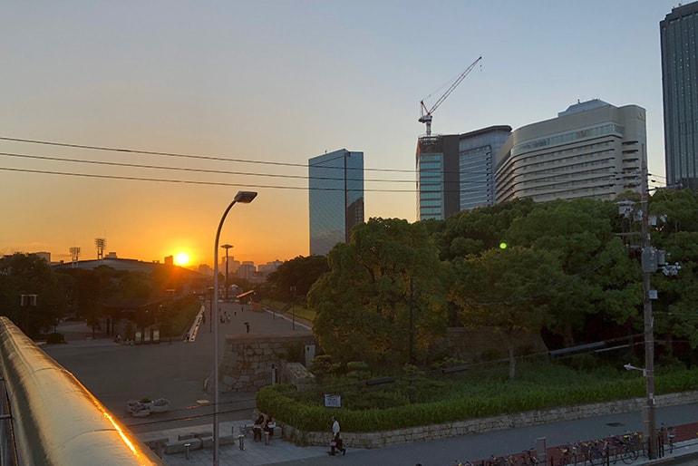 夕暮れの大阪城公園
