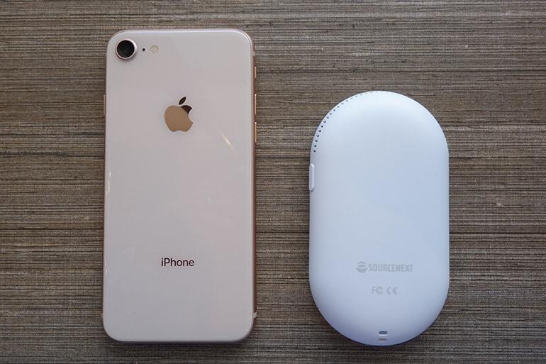 ポケトークWとiPhone8の大きさを比較