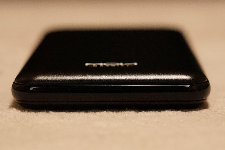 MOXNICEのUSB PDモバイルバッテリー本体天面