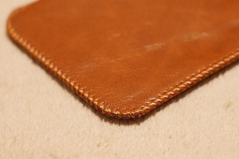 MOXNICEのUSB PDモバイルバッテリー付属の革ポーチの縫製
