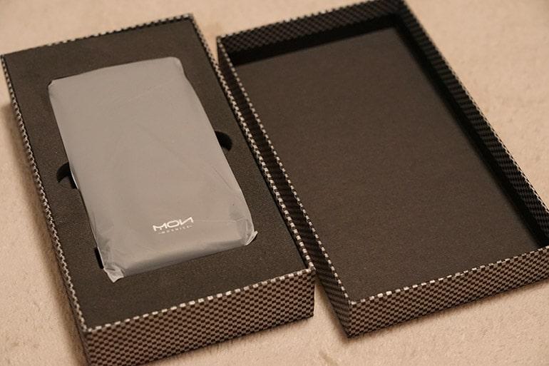 MOXNICEのUSB PDモバイルバッテリー外箱を開けたところ