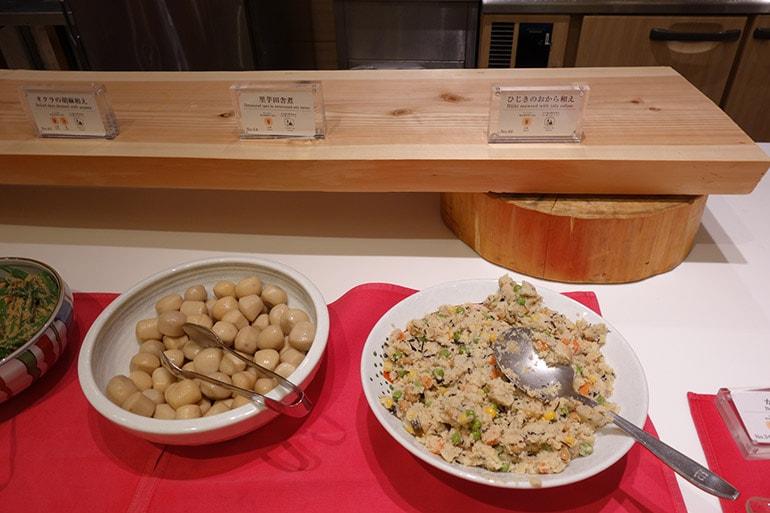 オリンピアの朝食バイキング「ひじきのおからあえ」「里芋の田舎煮」