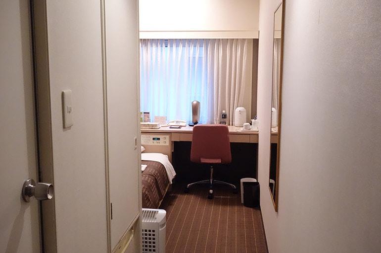 新阪急ホテルの客室に入ったところ