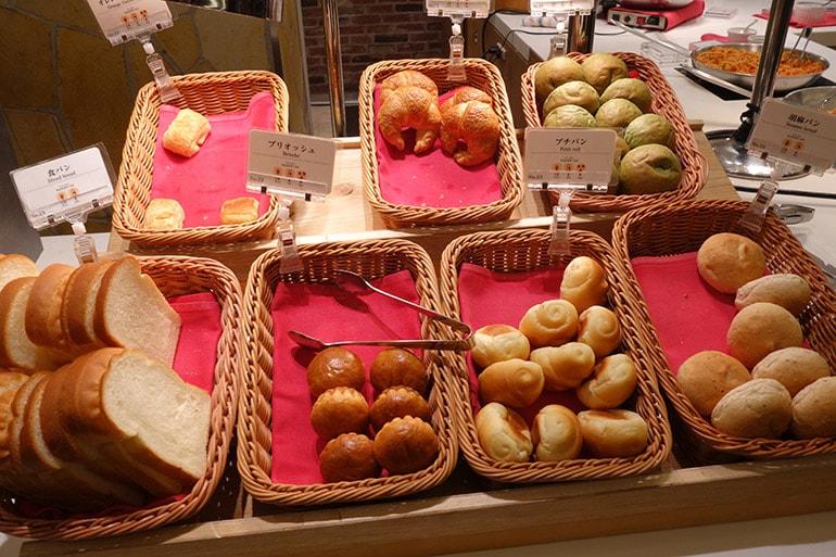 オリンピアの朝食バイキング「パン」