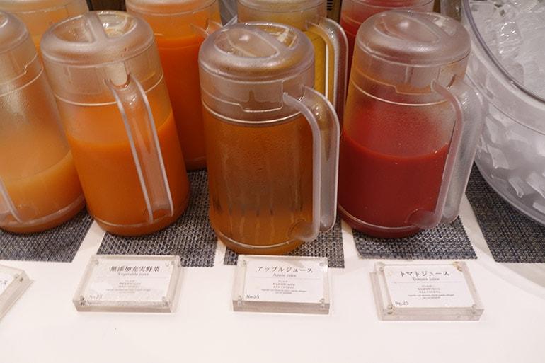 オリンピアの朝食バイキング「トマトジュース」「野菜ジュース」「アップルジュース」