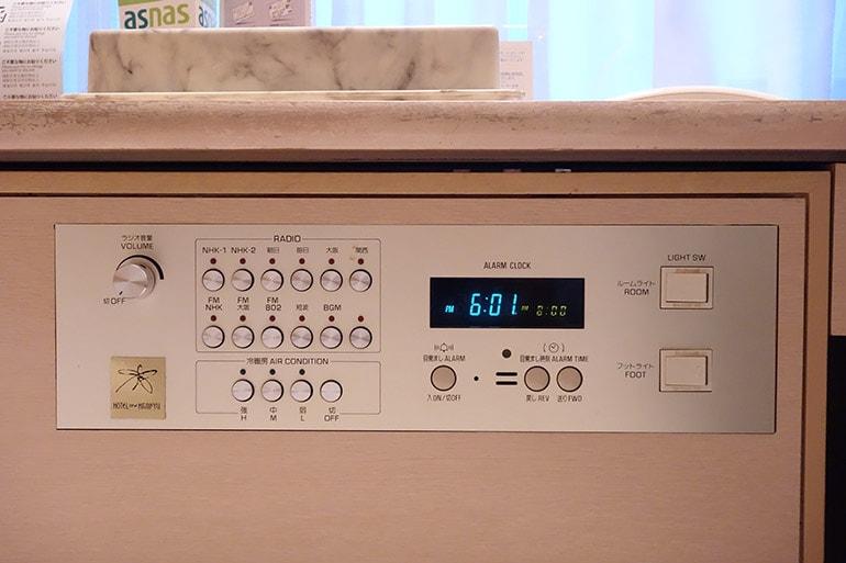 新阪急ホテルの客室の操作パネル