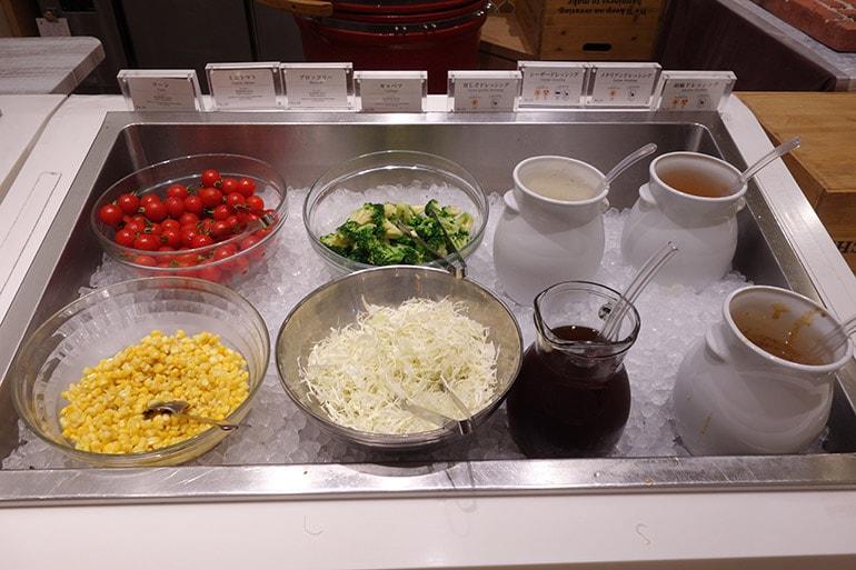 オリンピアの朝食バイキング「サラダ」