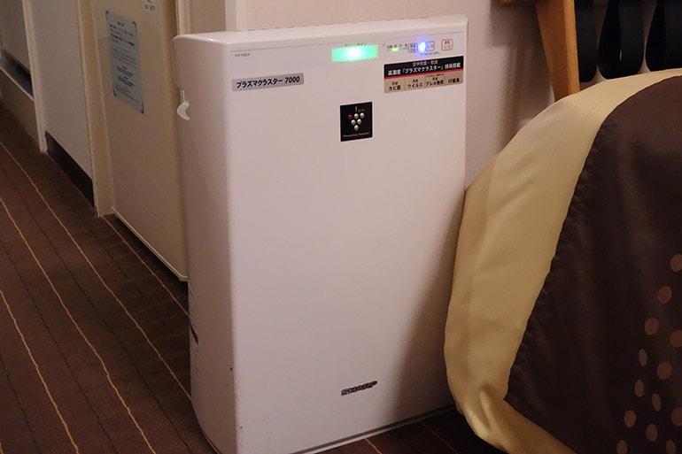 新阪急ホテルの客室の空気清浄機(シャープ製)