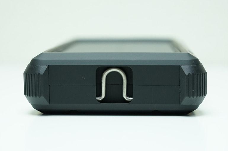 RAVPOWER ソーラーモバイルバッテリー 25000mAh本体(フック部分)