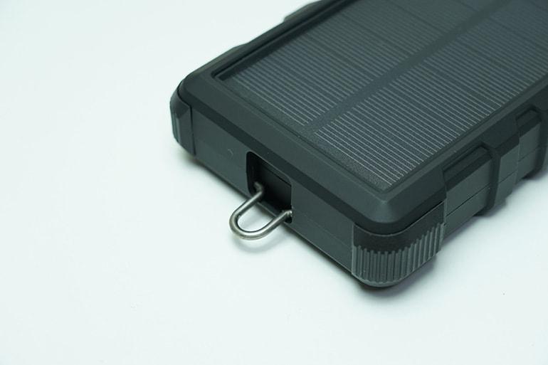 RAVPOWER ソーラーモバイルバッテリー 25000mAh本体のフック部分
