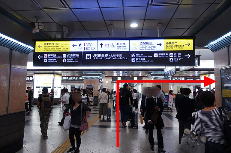 阪神百貨店スナックパークへの経路「改札口を出て右へ」