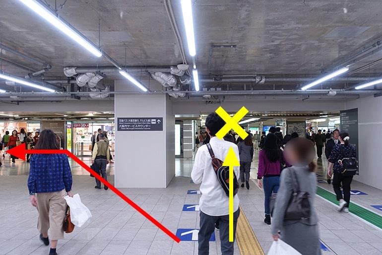 阪神百貨店スナックパークへの経路「阪神百貨店の交差点を左折」