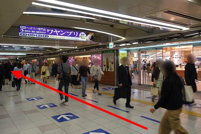 阪神百貨店スナックパークへの経路「阪神百貨店横を直進」