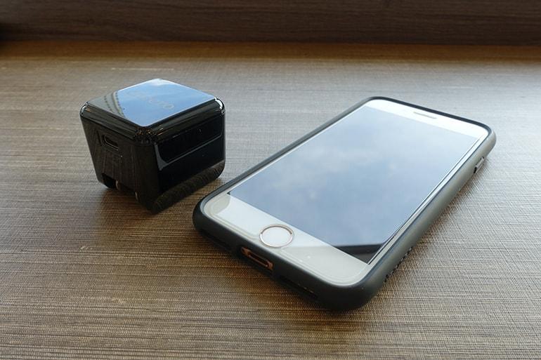 cheeroのUSB PD充電器「CHE-324」のサイズをiPhone8と比較