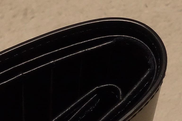 無印良品の二つ折り財布のコバ