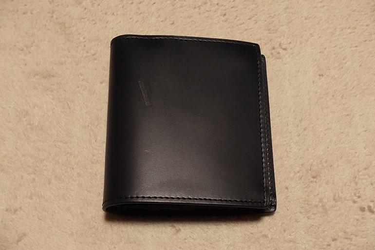 無印良品の二つ折り財布(右向き)