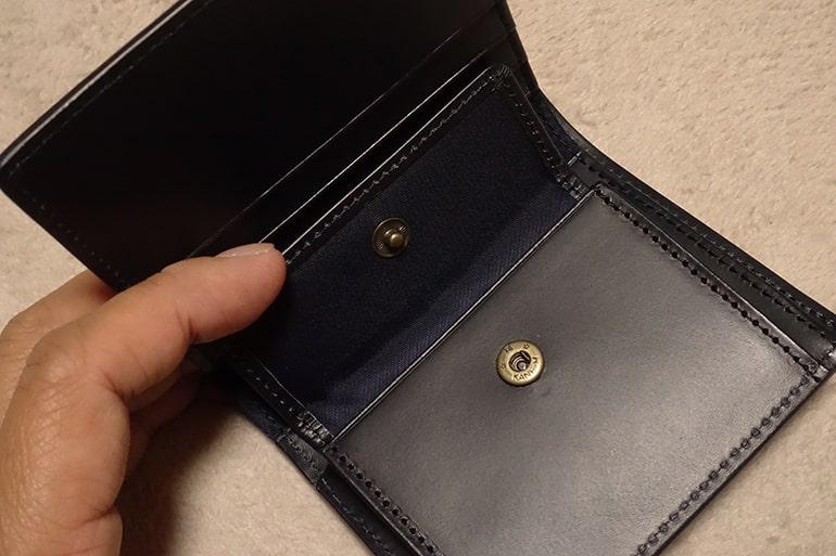 無印良品の二つ折り財布の小銭入れ
