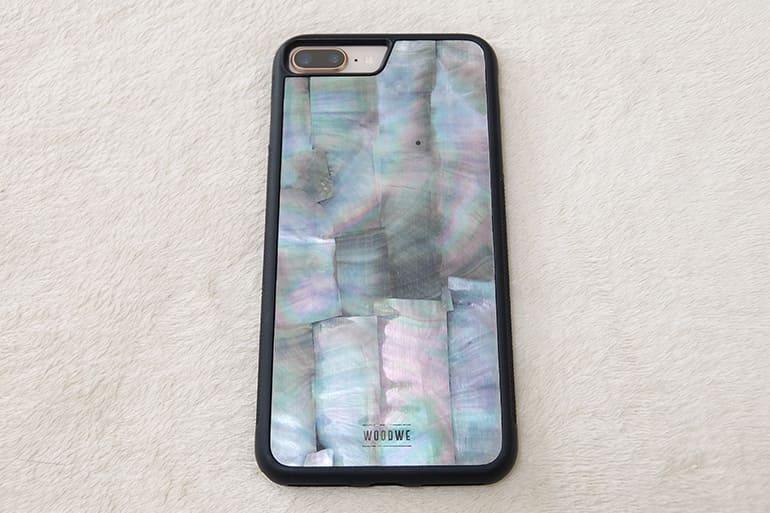 WOODWEのiPhoneケース「SEA SHELL」にiPhone8Plusを装着