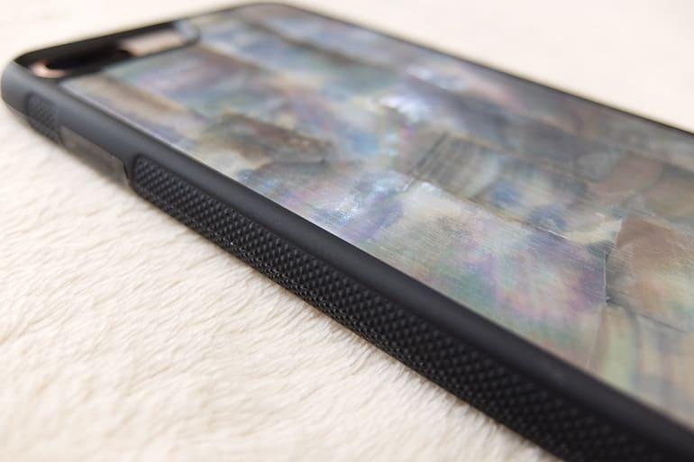 WOODWEのiPhoneケース「SEA SHELL」にiPhone8Plusを装着(側面)